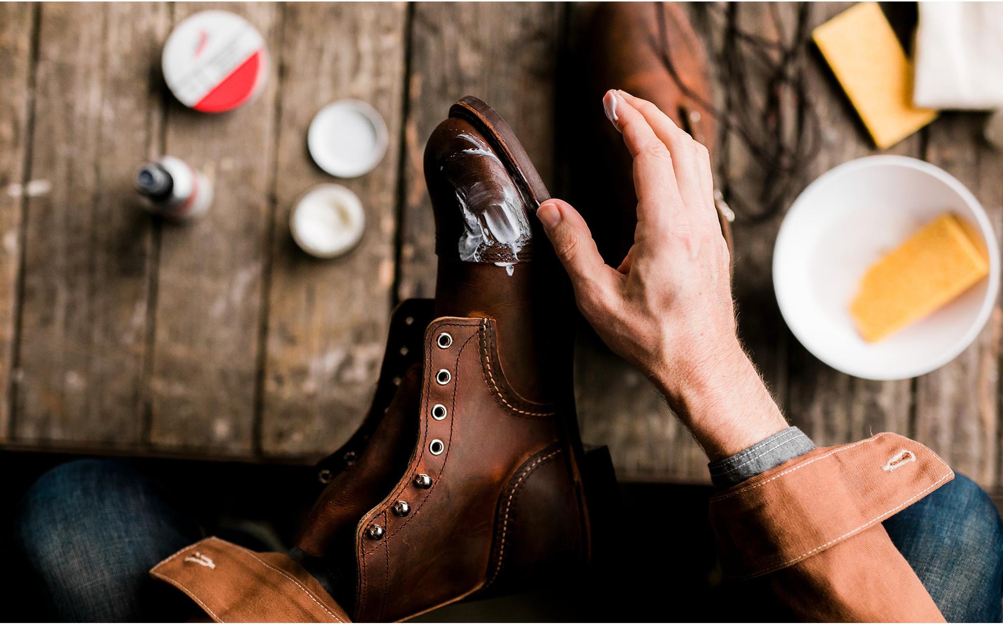 کرم چرم برای مراقبت از کفشهای ایمنی